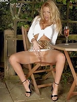 Taylor relaxes in her garden, gets turned on in the warm sun, stripping down to her